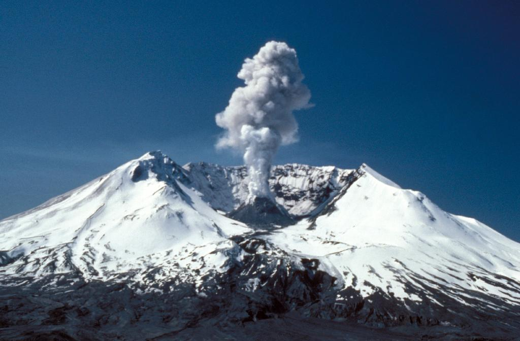 Mount Saint Helens (Courtesy USGS-CVO, Photographer: Lyn Topinka; Image Source: Earth Science World Image Bank)